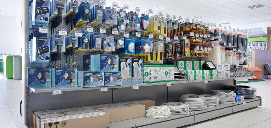 Arredo e allestimento negozio di elettricit l 39 arreda for L arreda negozi